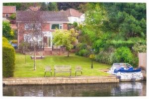 Kareela Riverside Home